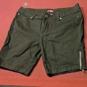 Bongo Black Denim Shorts w/ side zips sz 15